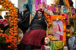Tag der toten Parade in Mexiko City Lizenzfreies Stockfoto