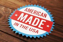 Tag mit Text AMERIKANER Gebildet in den USA Stockfotos