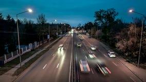Tag Nachtzum intensiven Verkehrs-Zeitspannevideo stock video