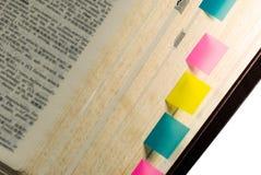 Tag no livro com fundo branco Fotos de Stock Royalty Free