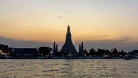 Tag zum Nachtzeitversehen von Wat Arun Ratchawararam Ratchawaramahawihan stock footage