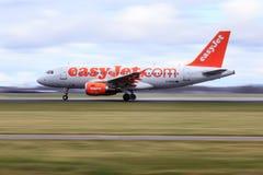 Tagande-av för Easyjet flygbuss A319 Royaltyfri Bild