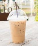 Tagande-hem kopp av iskaffe Royaltyfri Bild