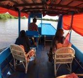 Tagandet turnerar på floden av Cambodja Arkivfoton