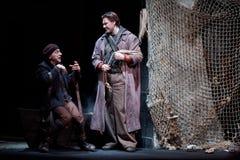 Taganka剧院阶段的演员D.Vysotsky和M.Lukin  免版税库存照片