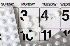 Tage der Aufnahme der Tabletten Lizenzfreie Stockbilder