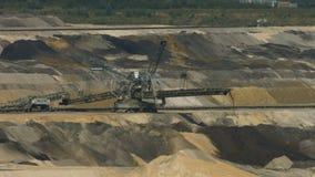 Tagebau Aldenhoven: empilhador em uma mina do lignite video estoque