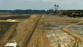 Tagebau Aldenhoven: máquina escavadora da cubeta-roda em uma mina do lignite filme