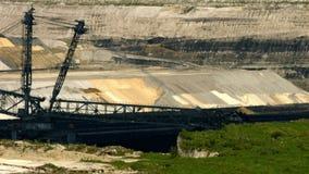 Tagebau Aldenhoven: máquina escavadora da cubeta-roda em uma mina do lignite video estoque