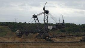 Tagebau Hambach: escavatore della secchio-ruota in una miniera della lignite video d archivio
