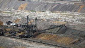 Tagebau Hambach: impilatore in una miniera della lignite stock footage