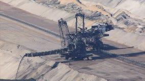 Tagebau Hambach: impilatore in una miniera della lignite video d archivio