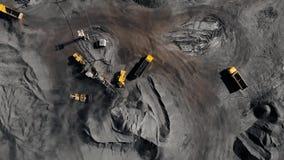 Tagebaubergwerk, mineralgewinnende Industrie f?r Kohle, Draufsichtluftbrummen stock video