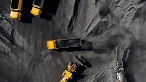 Tagebaubergwerk, mineralgewinnende Industrie f?r Kohle, Draufsichtluftbrummen stock video footage