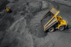 Tagebaubergwerk, mineralgewinnende Industrie f?r Kohle, Draufsichtluftbrummen lizenzfreie stockfotografie