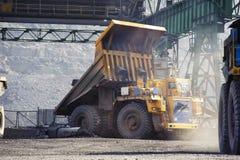Tagebaugrube auf Extraktion Stockfotos