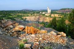 Tagebaugrube des industriellen Komplexes des Quecksilbers stockfotografie
