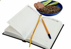 Tagebuch mit einem Stiftmorgenfrühstücksabendessen obezh Studenten ja Stockfotos