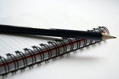 Tagebuch und Bleistift lizenzfreie stockfotos