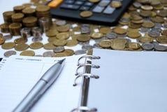 Tagebuch und Geld Stockfotografie