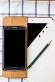 Tagebuch und Telefon auf einem weißen Hintergrund Stockfoto