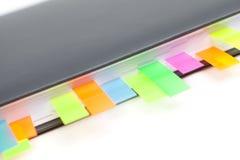 Tagebuchnahaufnahme mit farbige Tabulatoren Lizenzfreie Stockfotos