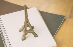 Tagebuchnotizbuch Paris Frankreich, Reise Blogger Lizenzfreies Stockbild