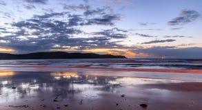 Tagesanbruch-Meerblick stockfotos