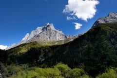 Tagesansicht der Adler-Spitze an der Sichuan-Provinz China Lizenzfreie Stockfotografie