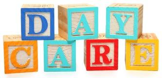 Tagesbetreuung in den Alphabet-Blöcken Stockbild