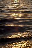 Tageslicht auf dem Wasser Stockbild