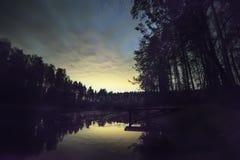 Taget på Oktober 04, 2012 i Moscow, Ryssland Lake i skogen Royaltyfri Foto