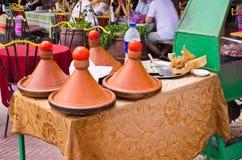 Μαροκινά tagines στο εστιατόριο Στοκ φωτογραφία με δικαίωμα ελεύθερης χρήσης