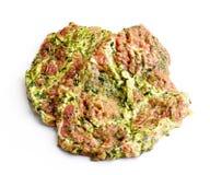 Tagli di carne crudi in marinata verde Fotografia Stock