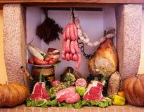Tagli freddi e composizione nella carne Immagini Stock Libere da Diritti
