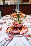 Tagli freddi sistemati pozzo, specialità gastronomiche della carne Fotografia Stock Libera da Diritti
