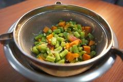 Tagli i fagioli e la carota fotografie stock