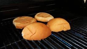 Tagli i pani dell'hamburger Fotografie Stock
