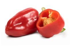 Tagli i peperoni dolci rossi isolati su fondo bianco Immagini Stock Libere da Diritti