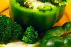 tagli i peperoni ed il broccolo Fotografia Stock