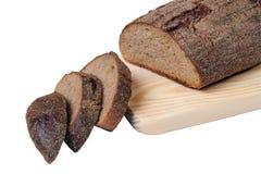 Tagli il pane sulla scheda di legno Immagine Stock