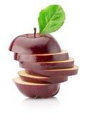 Tagli le mele rosse isolate sui precedenti bianchi Fotografia Stock