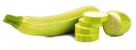 Tagli le zucche (zucchini) isolate su fondo bianco Immagini Stock