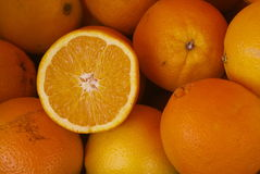 Tagli via di un'arancia fresca Fotografie Stock Libere da Diritti