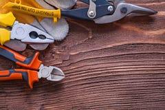 Tagliafili delle pinze delle pinze e guanto della costruzione Fotografie Stock Libere da Diritti