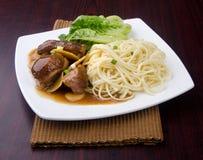 Tagliatella dell'anatra. alimento dell'Asia fotografia stock