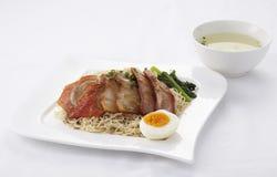 Tagliatella dell'uovo con l'anatra e la carne di maiale arrostite Immagine Stock Libera da Diritti