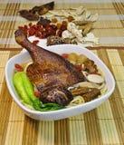 Tagliatella della minestra di anatra dell'erba. asiatico dell'alimento fotografia stock libera da diritti