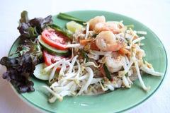 Tagliatella fritta padthai tailandese dell'alimento con gambero fotografia stock libera da diritti
