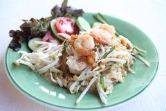 Tagliatella fritta padthai tailandese dell'alimento con gambero fotografia stock